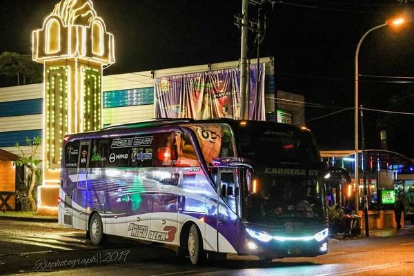 Bus Subur Jaya Di Malam Hari 1