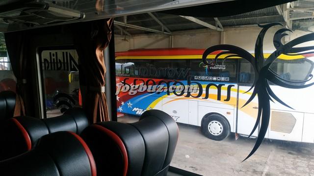 Putra Perdana Bus Pariwisata Shd 30