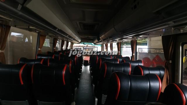 Tampak Dalam Putra Perdana Bus Pariwisata Shd